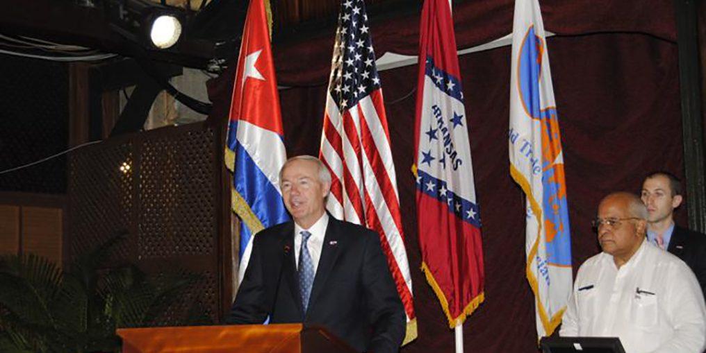 gobernador arkansas visita cuba sep 2015