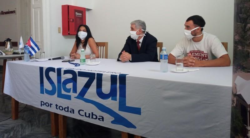 Turistas varados en Cuba